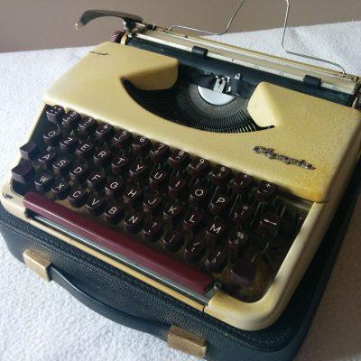Macchina da Scrivere Olympia - Vintage 1960s