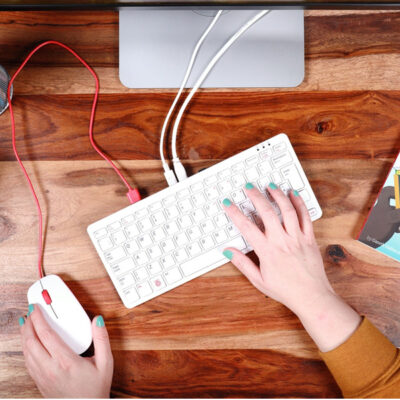 Tutto un pc in una tastiera: è il Raspberry Pi 400!